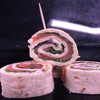 Coctailglaasjes met puree van pesto, wasabi of spekjes met room