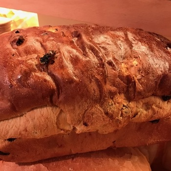 Groot rozijnen brood